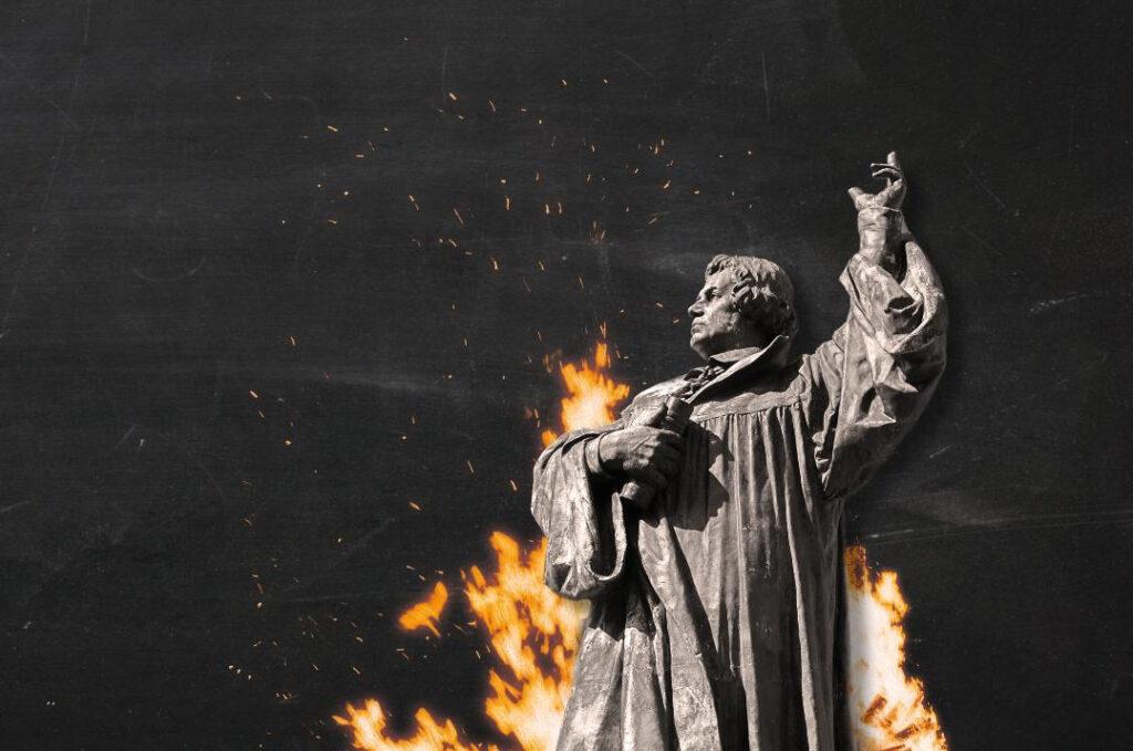 Luther_mit_Feuer_im_Hintergrund